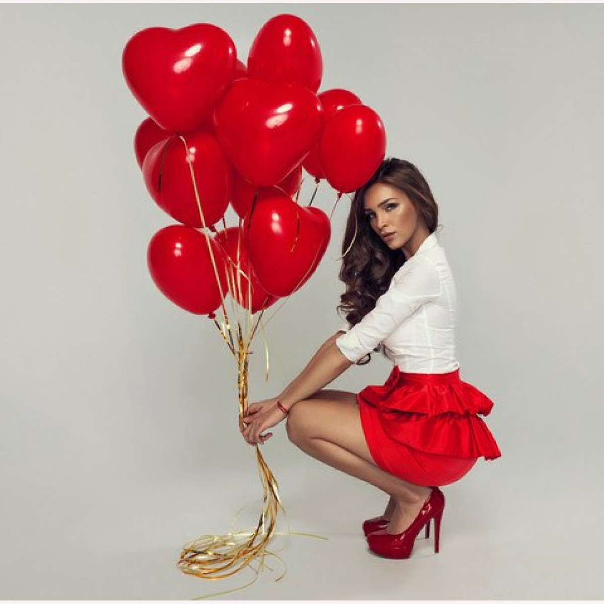 Фото девушки с шариком сердцем